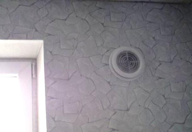 вентиляція у стіні кімнати