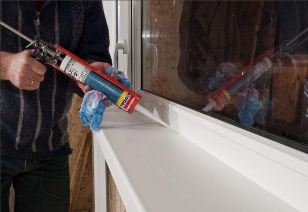 ліквідація щілин між коробкою пластикового вікна і стіною