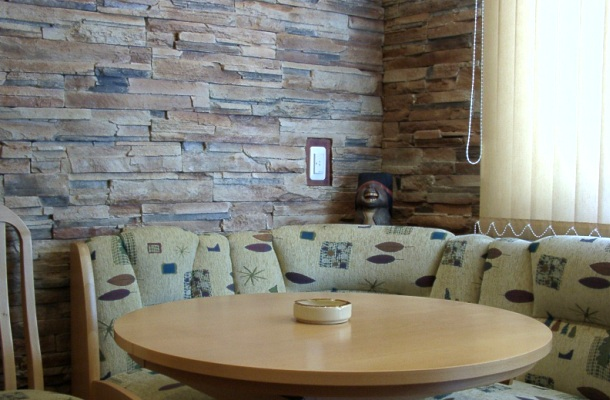 декорація житлових приміщень натуральним каменем