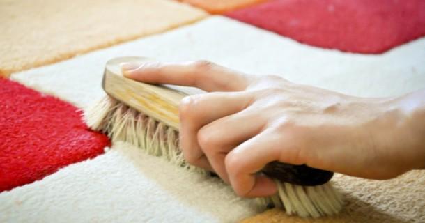 способи очищення килима на підлозі