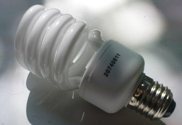 малогабаритна економна люмінесцентна лампа