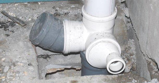 підключення трійника до стояка каналізації