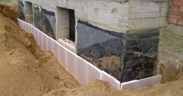 фото утеплення фундамента будинку пінопластом