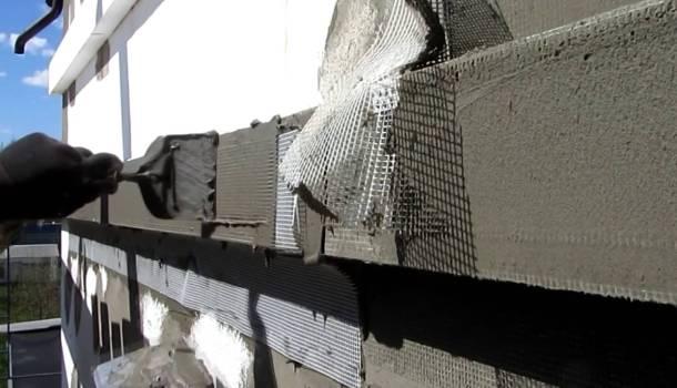 наклеювання сітки на мокрий фасад