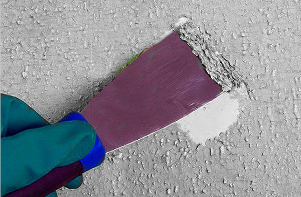 очищення потолка від старої краски
