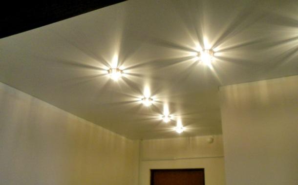 світильники точкові для натяжної стелі