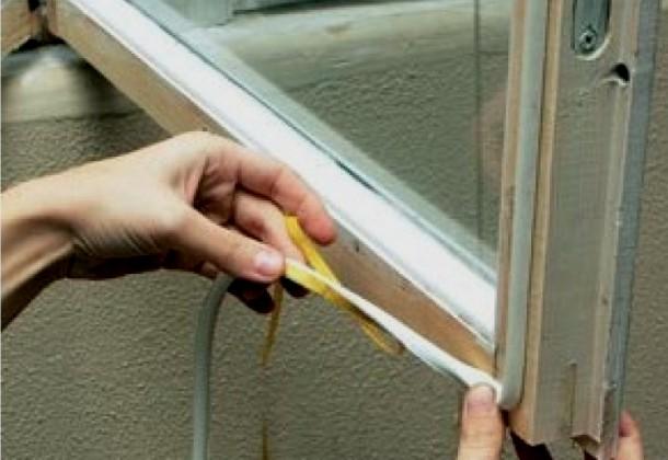 ущільнення дерев'яних вікон як наклеїти