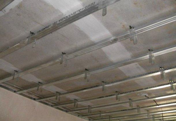 кріплення металевих профілів під гіпсокартон до стелі