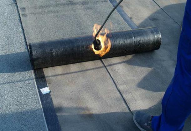 Як правильно покрити дах руберойдом?