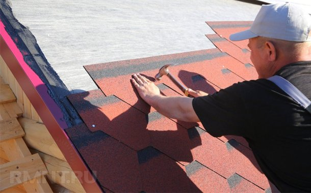 вкладання бітумної черепиці на дах