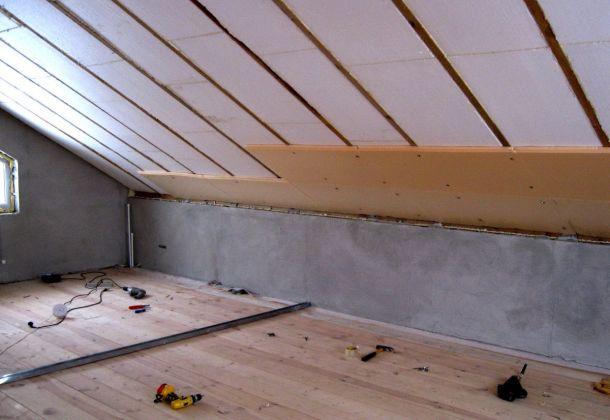процес утеплення пінопластом даху зсередини