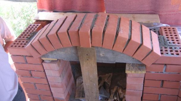 вкладання цегли аркою