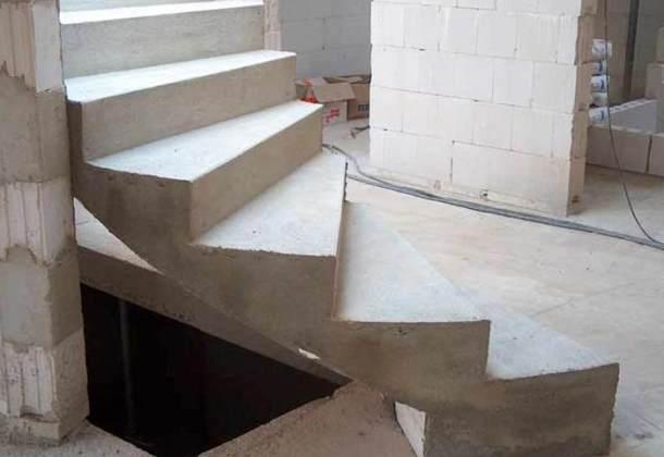Монолітні сходи з бетону своїми руками