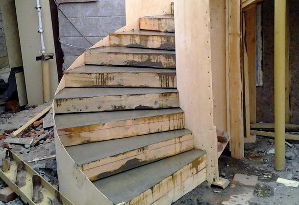 заливання бетоних сходів своїми руками