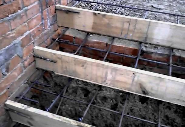 опалубка та армування для заливання бетонного ганку