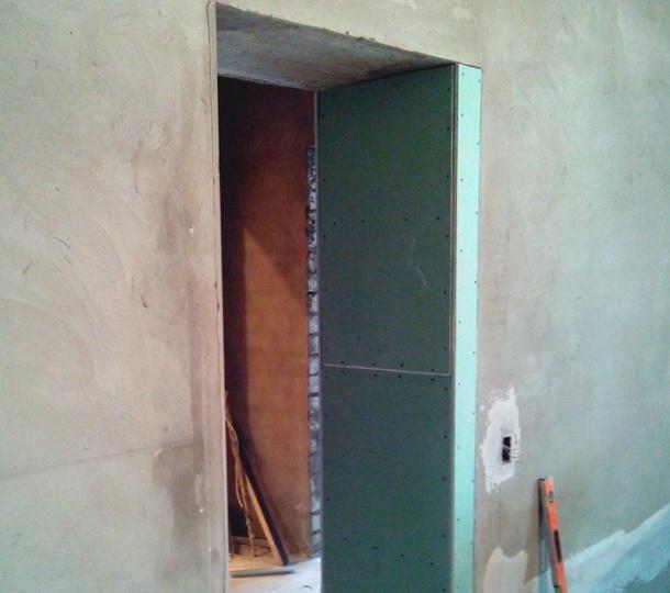 отвір в несучій стіні для дверей звузити