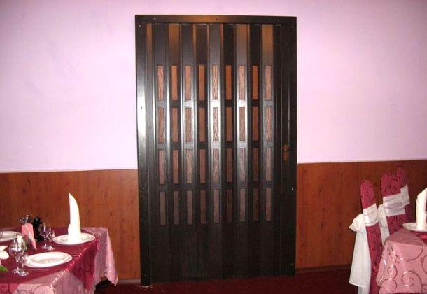 Як вставити двері гармошку своїми руками?