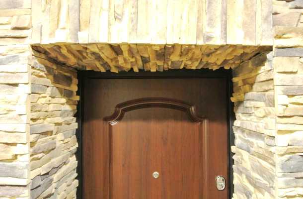 обкладання дверей натуральнім і штучним каменем