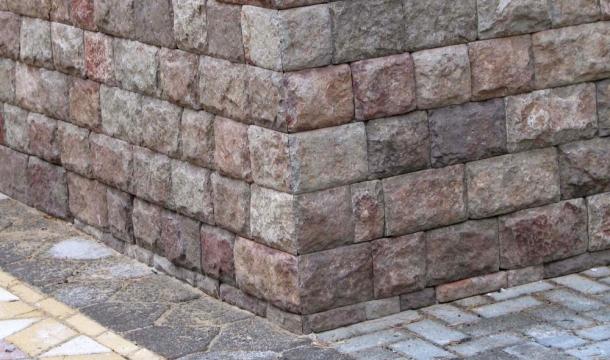облицювання цоколя фасаду штучнимі натуральним каменем