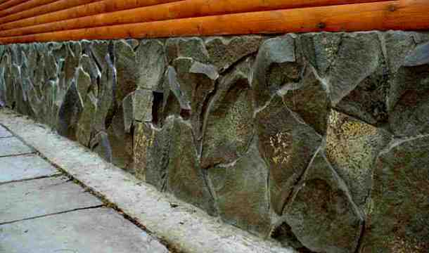 укладання натурального каменю на фундамент приватного будинку