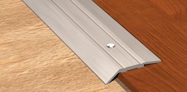 стикування різних рівнів підлоги з плитки і ламінату