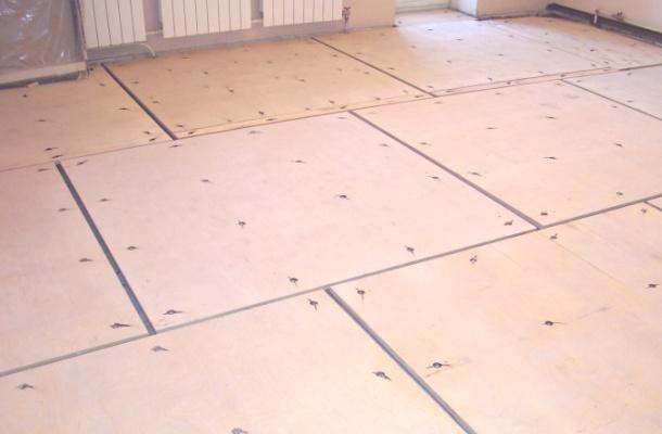 вирівнювання підлоги фанерою під укладання ламінату