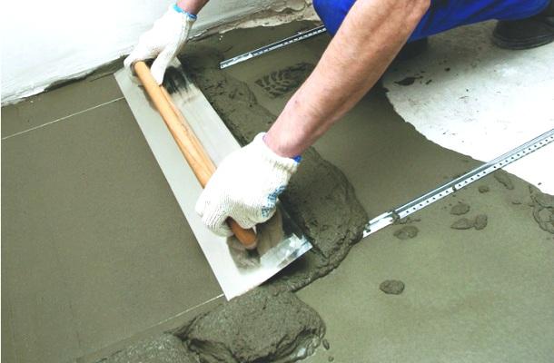 вирівнювання бетонної стяжки по маяках