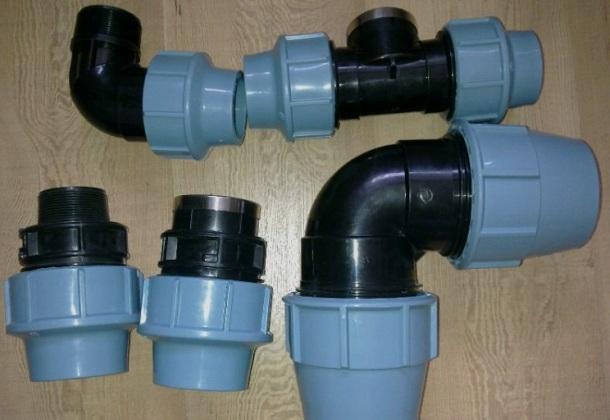 різні способи сполучення поліетиленових труб