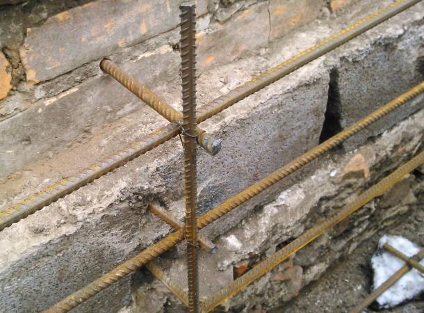 кріплення арматури до старого фундаменту