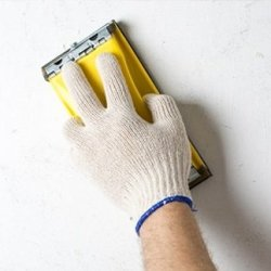 шліфування шпаклівки на стінах абразивним бруском