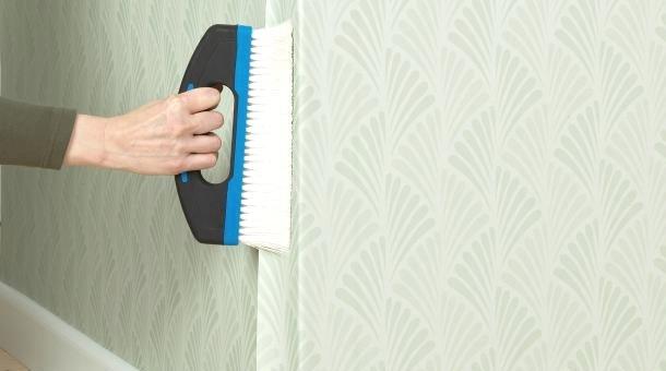 принцип наклеювання шпалер на зовнішній кут стіни