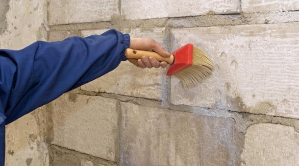 ґрунтування стін перед штукатуркою