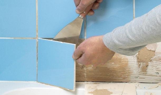 видалення старої плитки зі стіни
