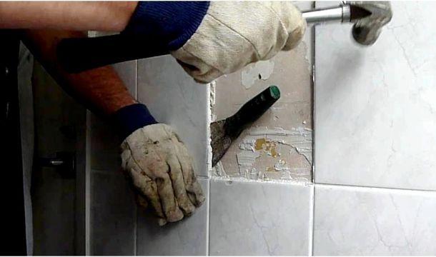 акуратне видалення плитки з поверхні стіни