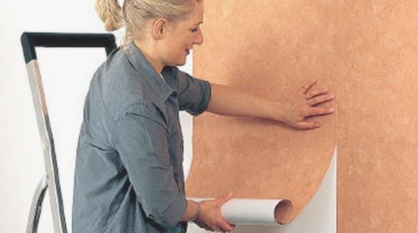 послідовність дій при наклеюванні на стіни флізелінових шпалер