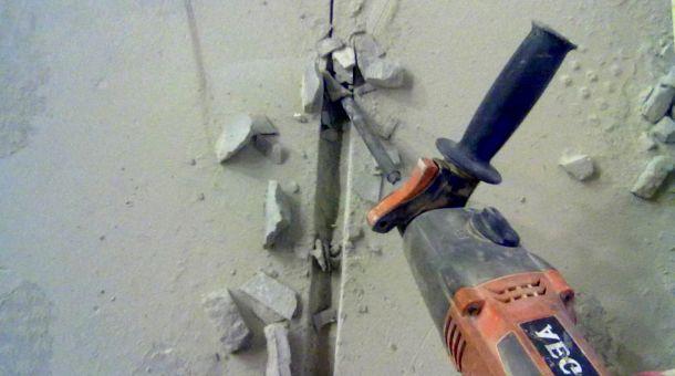 штроблення стіни перфоратором