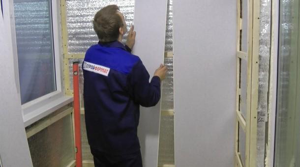 послідовність обшивки дерев'яного каркасу пластиковими панелями