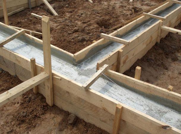 стрічковий фундамент для дерев'яної споруди
