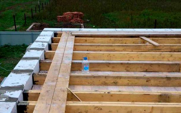 дерев'яне перекриття блочного будинку конструкція