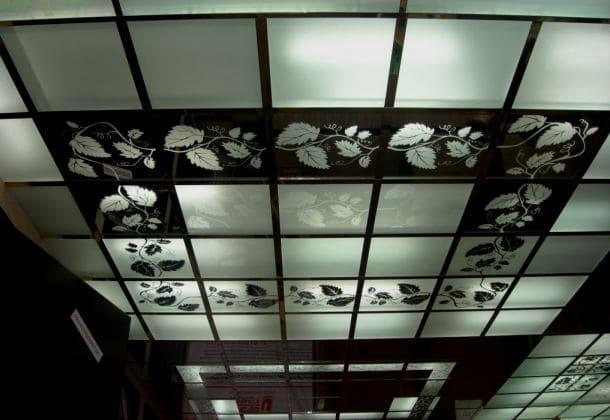 дзеркальна і скляна підвісна стеля
