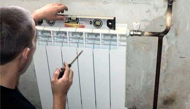вирівнювання батареї опалення по горизонталі та вертикалі